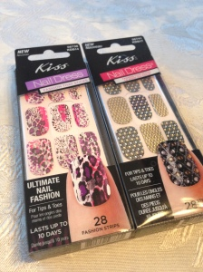 The set that came in my VoxBox is on the right.  I bought the other set.