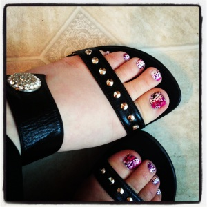 Kiss Nail Dress on toe nails